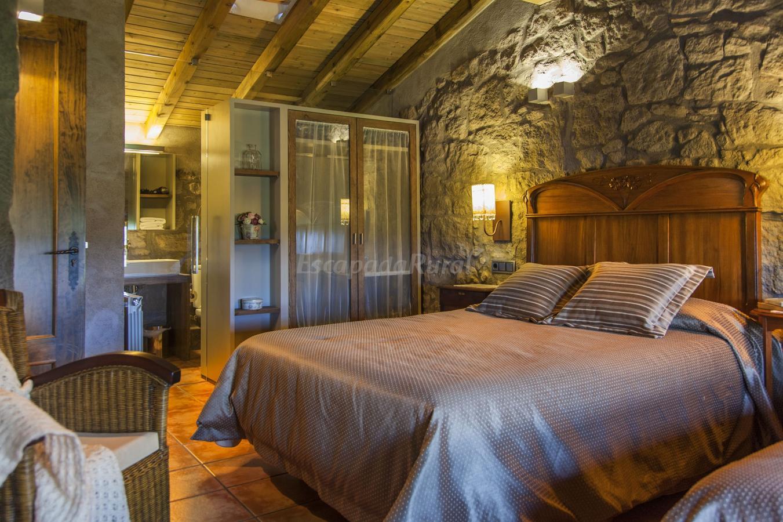 Fotos de la barraca casa rural en casserres barcelona for Habitacion cuadruple barcelona