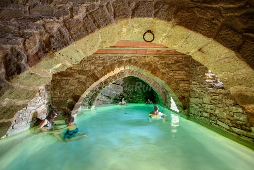 Fotos de la tor casa rural en montclar barcelona for Casas rurales con piscina particular