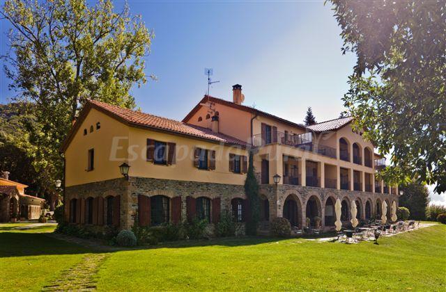 Fotos de hotel sant bernat casa rural en montseny for Casa rural montseny