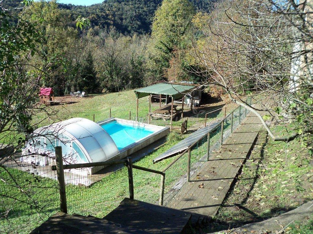 Foto di la pradella casa rural en sant pere de torell for Piscina de torello
