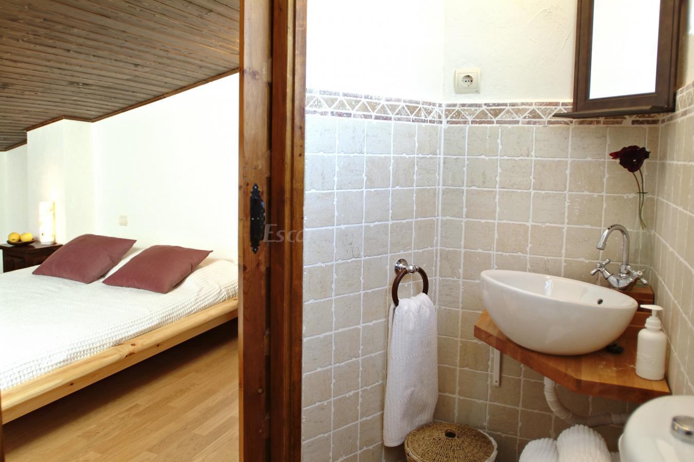Esta suite familiar esta equipado con cocina y baño. Tiene un ...