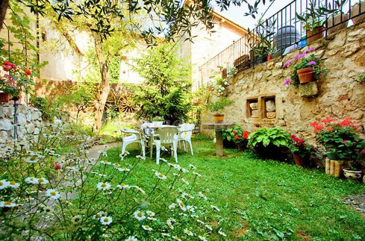 Foto di el convento de vadillo casa rural en fr as burgos for Jardines rurales