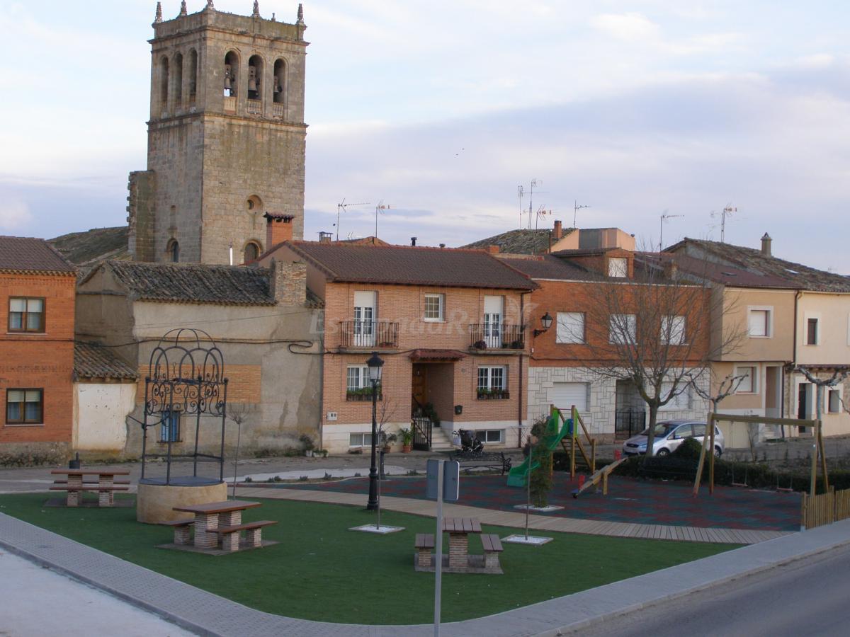 Fotos de apartamentos tur sticos las escuelas casa rural en vadocondes burgos - Apartamentos turisticos casas de los reyes ...