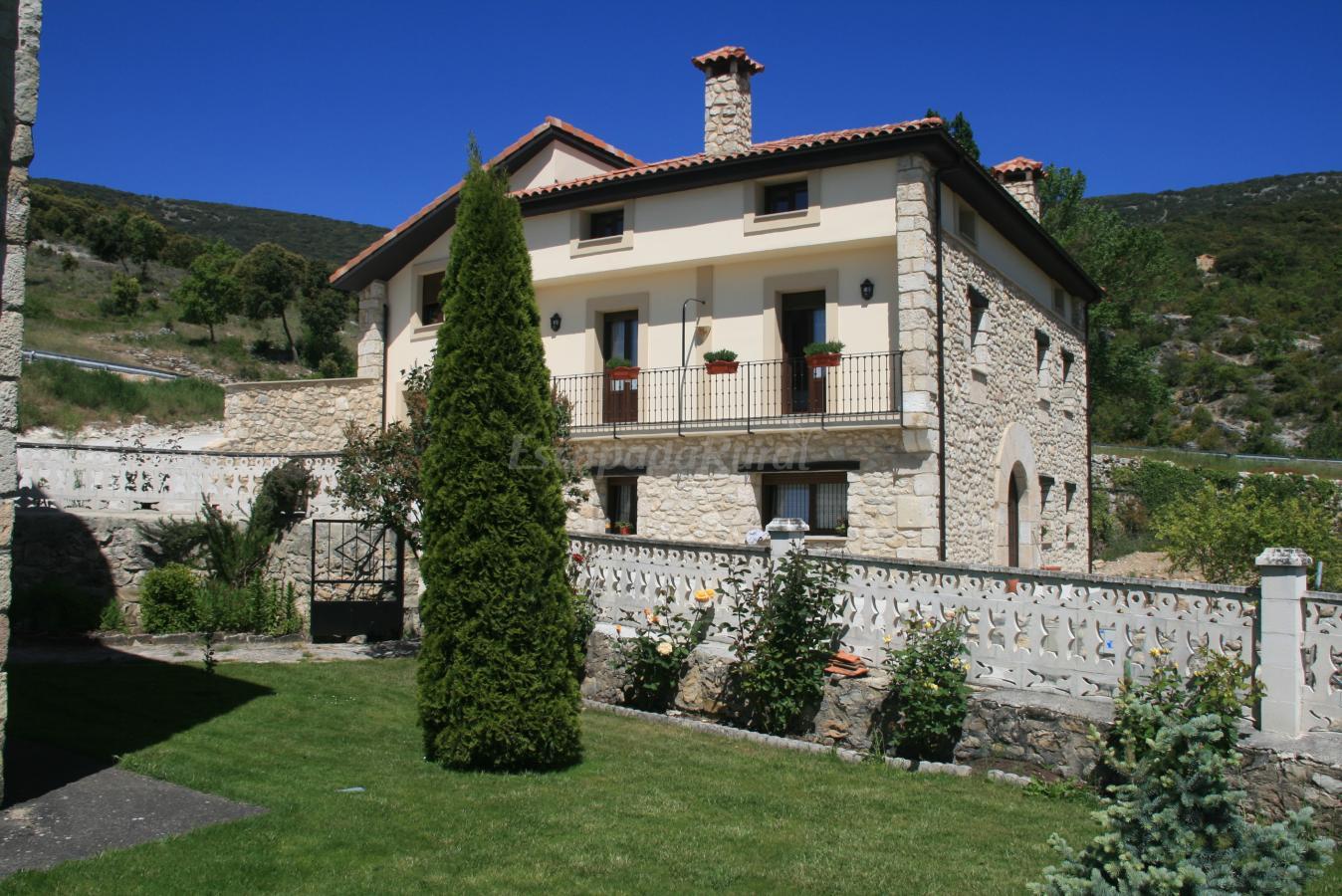 Fotos de casa rural torres casa rural en valdenoceda for Casa rural la balconada
