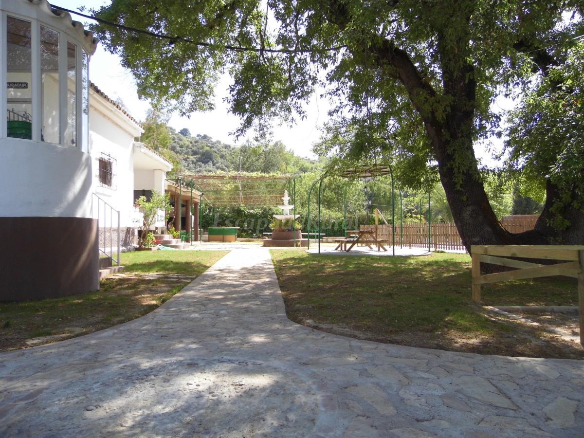 Fotos de casa jard n pentagrama casa rural en prado del for Casa rural jardin del desierto tabernas