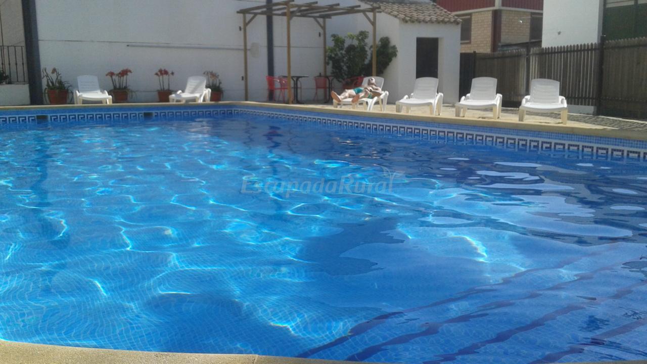Fotos de cortijo hacienda barrera casa de campo em prado for Barrera piscina