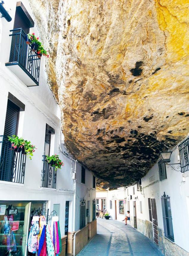 Casa bajo la roca casa rural en setenil de las bodegas c diz - Bodegas en casa ...