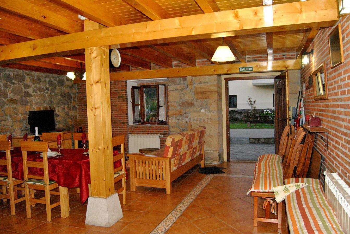 Fotos de apartamentos rurales el real sitio casa rural en la cavada cantabria - Casa rural la reserva ...