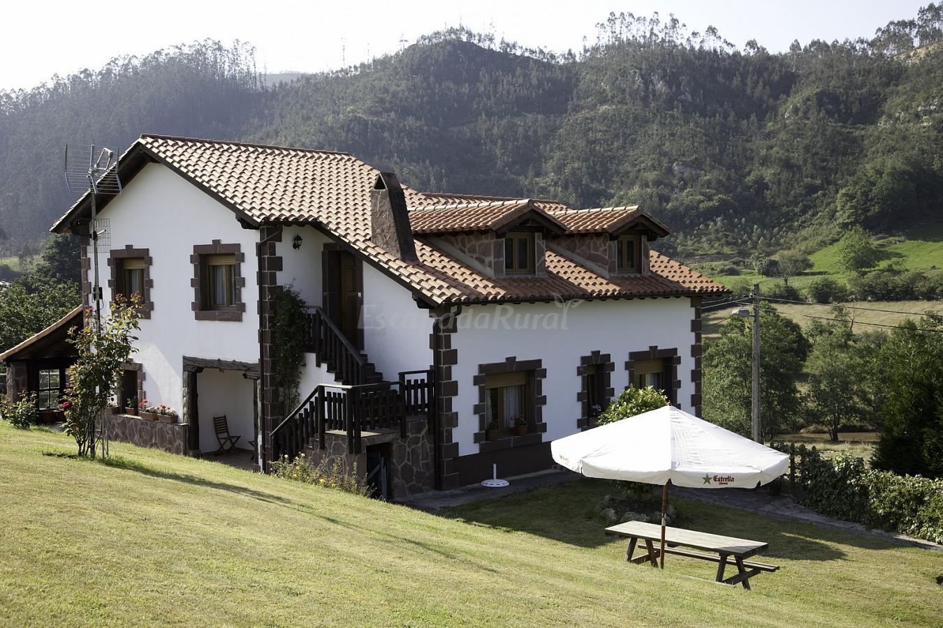 Fotos de apartamentos rulolla casa de campo em roiz - Casas de campo en cantabria ...