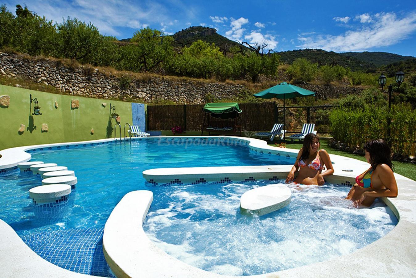 Fotos de mas d 39 albalat casa rural en els rosildos for Piscinas con jacuzzi precio