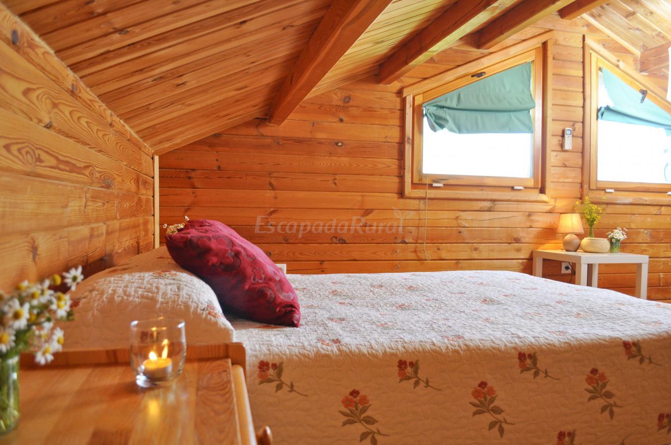 Fotos de recinto rural caba as de madera tabla honda - Casas con buhardilla ...