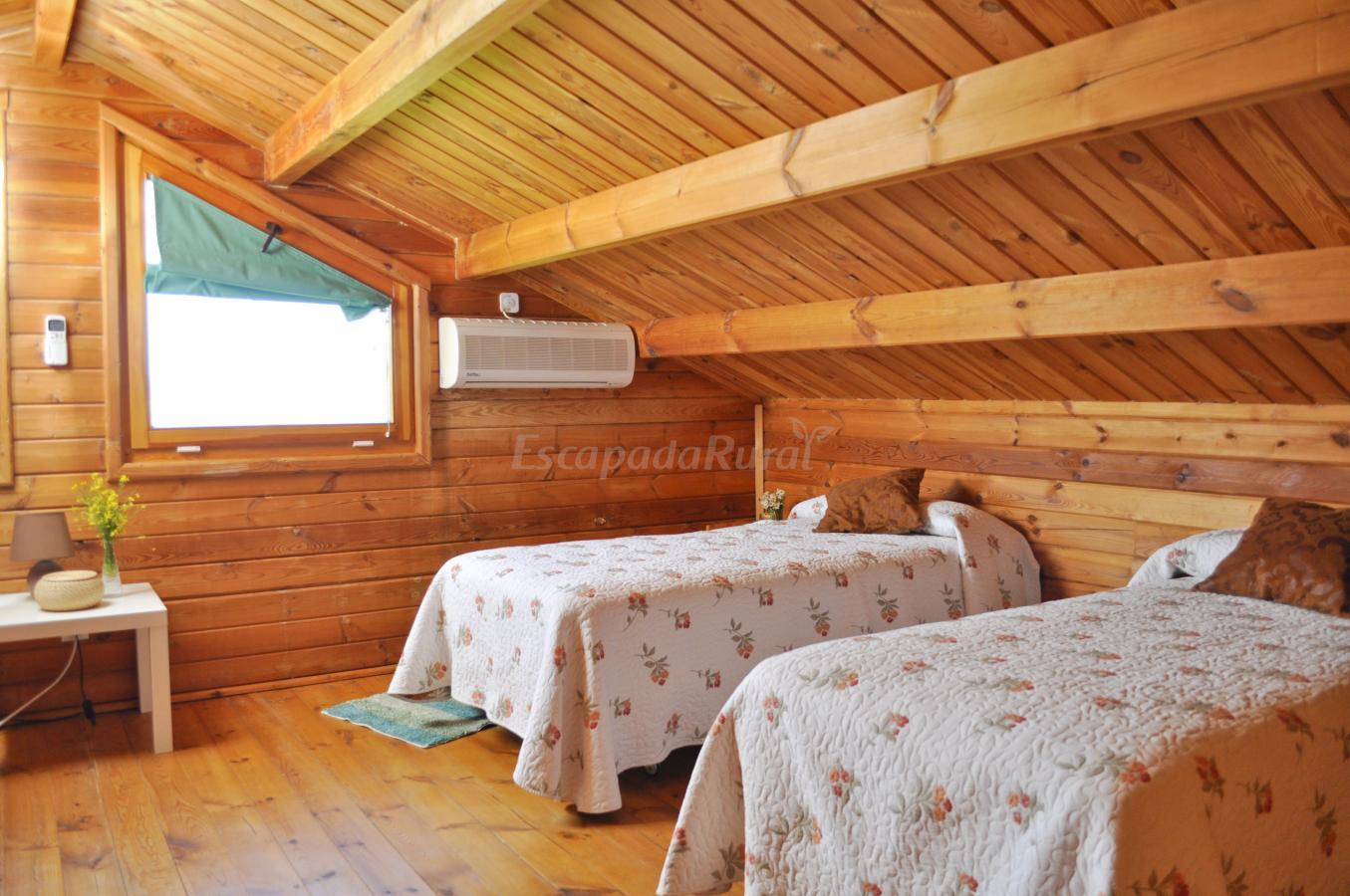 Fotos de recinto rural caba as de madera tabla honda - Buhardillas de madera ...