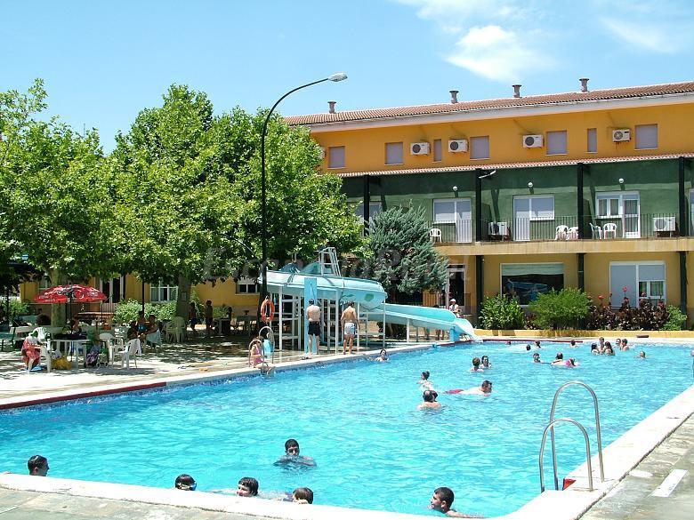 Fotos de hotel r o piscina casa de campo em priego de for Hotel con piscina en cordoba