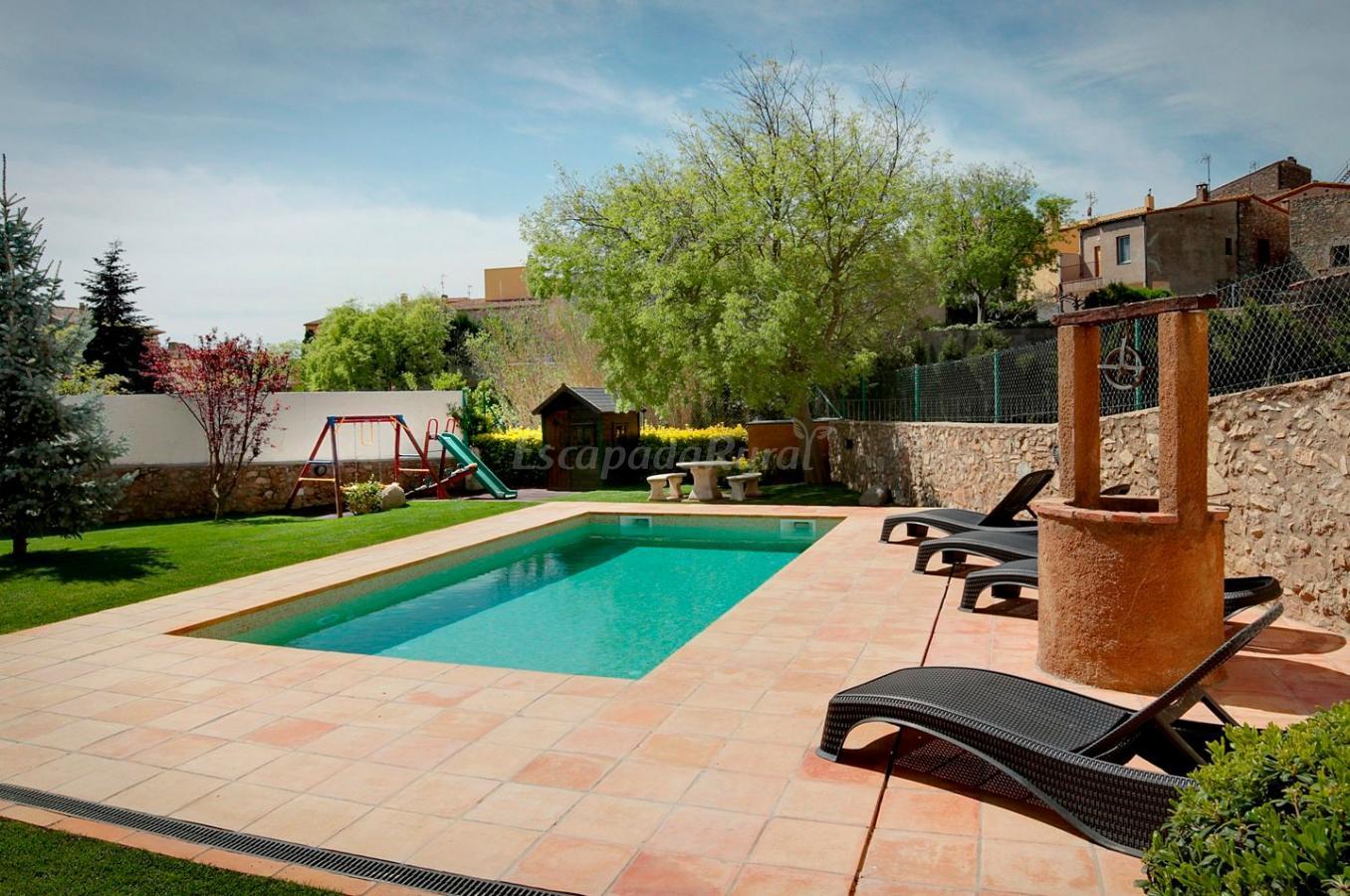 Fotos de can llobet casa rural en capmany girona for Casa rural girona piscina