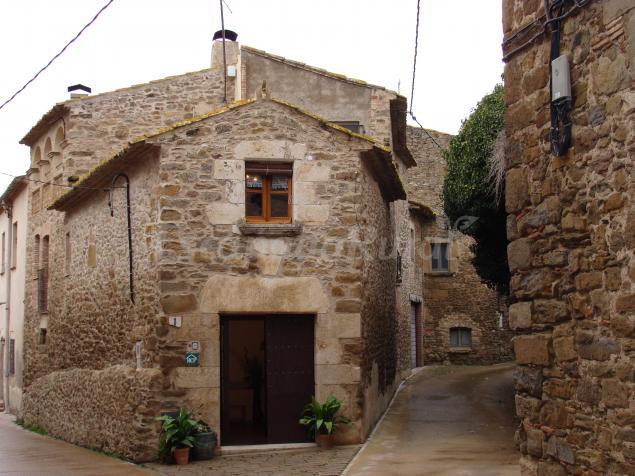Casas rurales can vil y el pati de can vil casa rural a ullastret girona - Casa lloguer girona ...