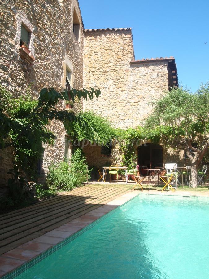 Fotos de casa migdia casa rural en sant jordi desvalls for Casa rural girona piscina