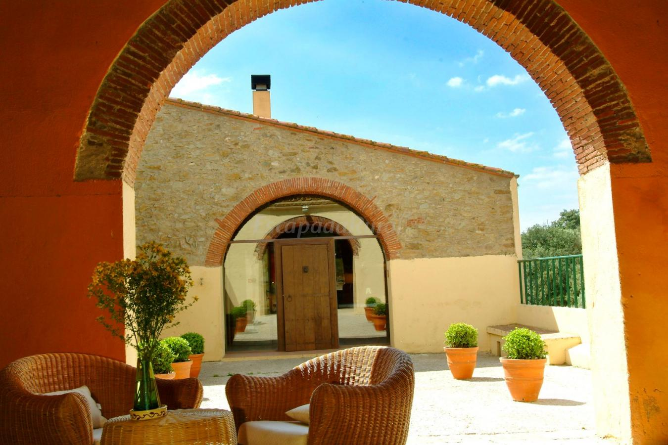 Fotos de mas hortus casa rural en garriguella girona - Mas trobat casa rural ...