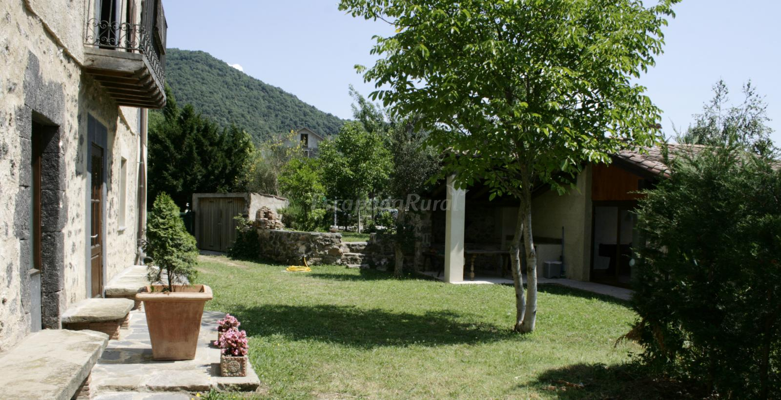 Fotos de mas peracaula casa rural en sant joan les fonts - Mas trobat casa rural ...