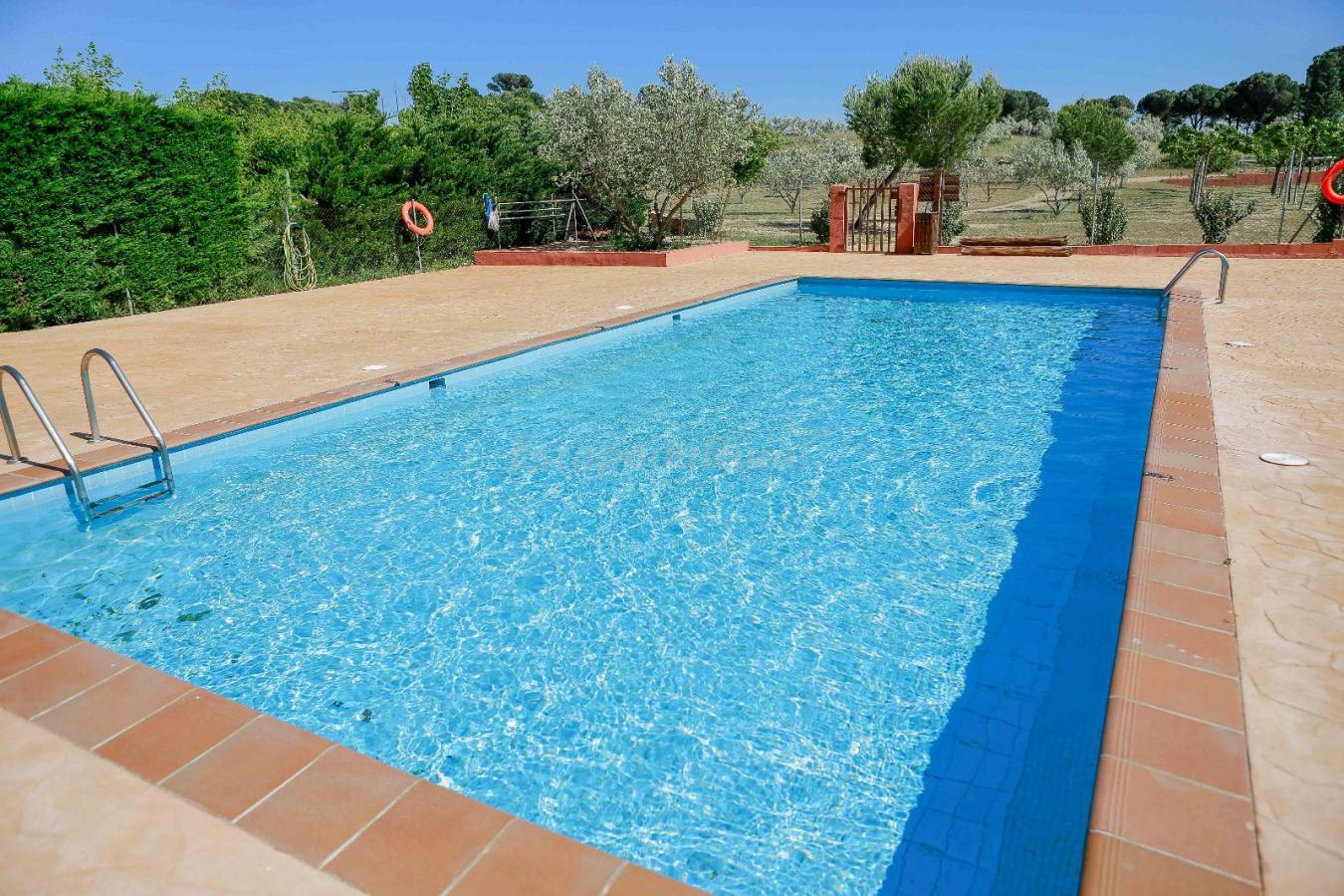 Fotos de els estanys casa rural en capmany girona for Casa rural girona piscina