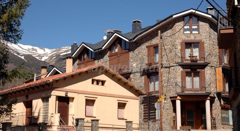 Foto di fonda cal daldo casa vacanze aplanoles girona - Casa rural planoles ...