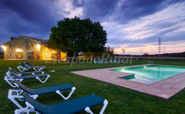 410 casas rurales con piscina en girona for Casas rurales en badajoz con piscina