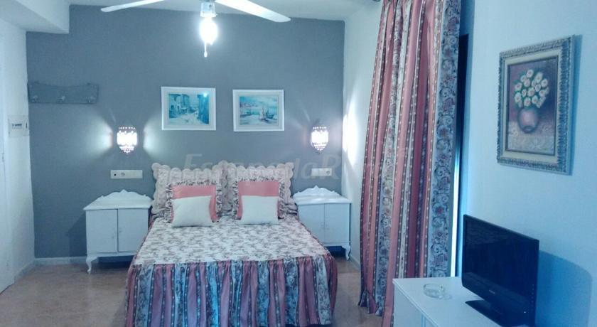 Fotos de apartamentos p jaro azul casa rural en cortes y - Casa rural pajaro bobo ...