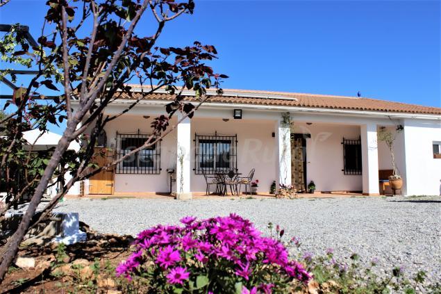 Villa los leones casa rural en moraleda de zafayona for Villas granada ii