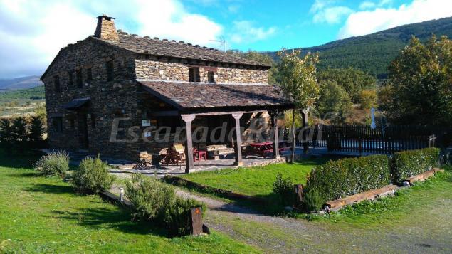 45 casas rurales con piscina en guadalajara for Casas rurales en badajoz con piscina