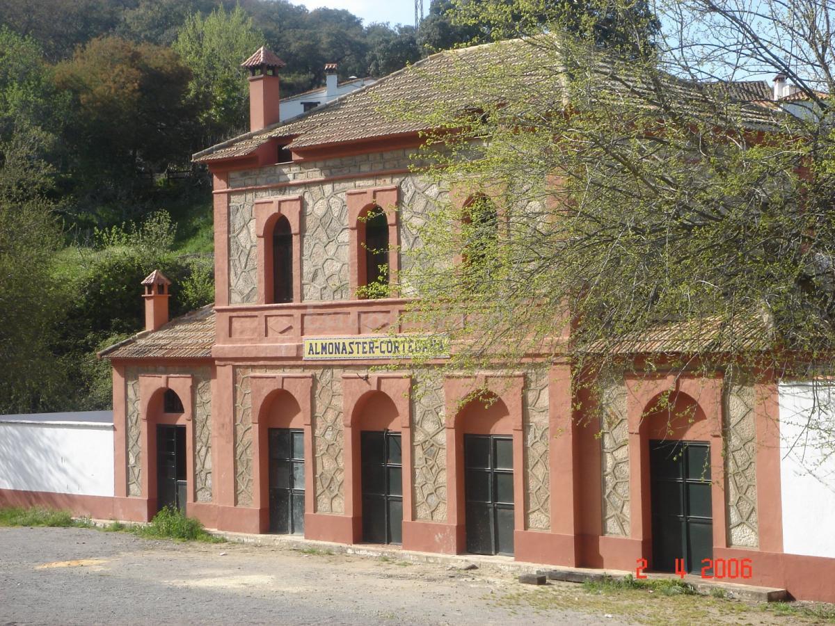Fotos de casas rurales antigua estaci n casa rural en - Fotos casas rurales ...
