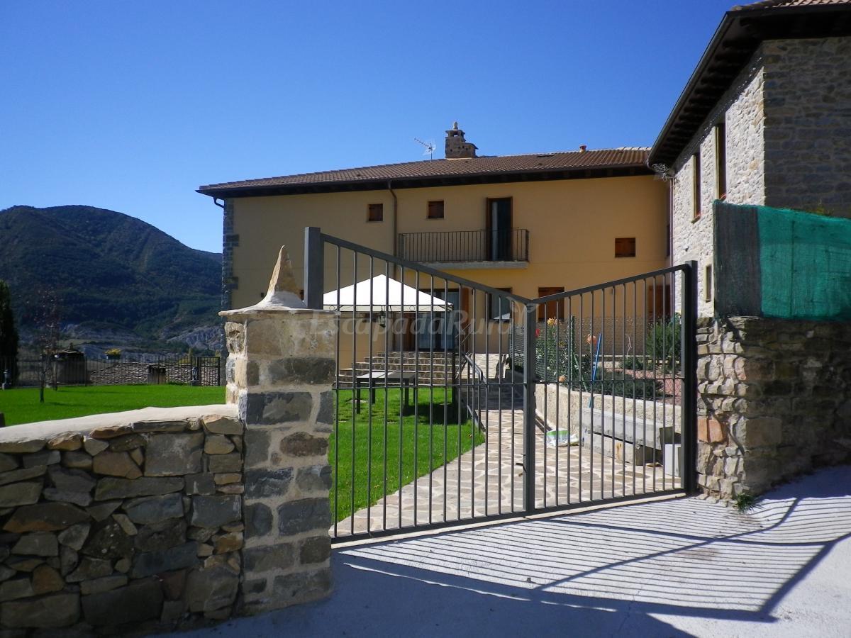 Fotos de casa rural o 39 mirador casa rural en arguis huesca - Casa rural en pirineo catalan ...