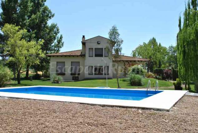 79 casas rurales con piscina en huesca for Casas rurales malaga con piscina