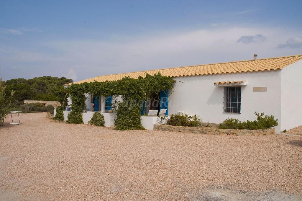 Fotos de casas rurales illetas casa rural en es pujols for Alojamiento formentera