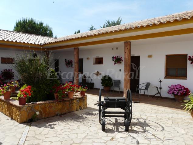 Hacienda sierra del pozo casa rural en pozo alc n ja n for Casas rurales sierra de madrid con piscina
