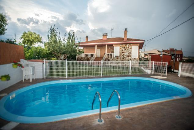 15 casas rurales con piscina en la rioja for Casas rurales en badajoz con piscina