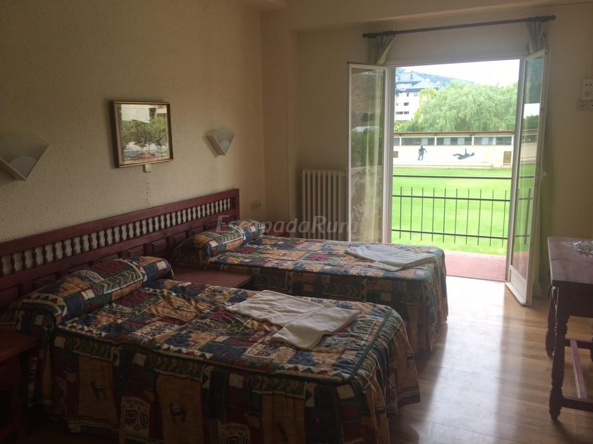 Fotos de hotel montes blancos casa rural en ezcaray la rioja - Casa rural ezcaray ...