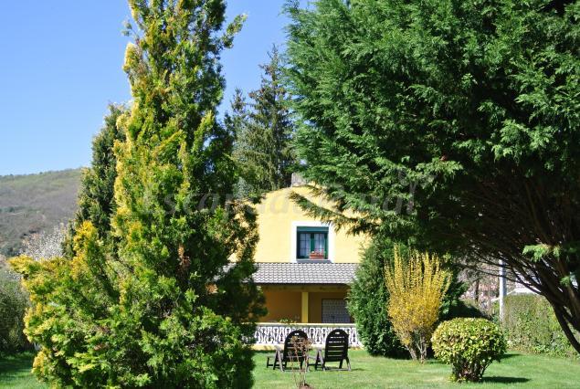 La casa amarilla casa rural en pardav le n for Casa amarilla la serena
