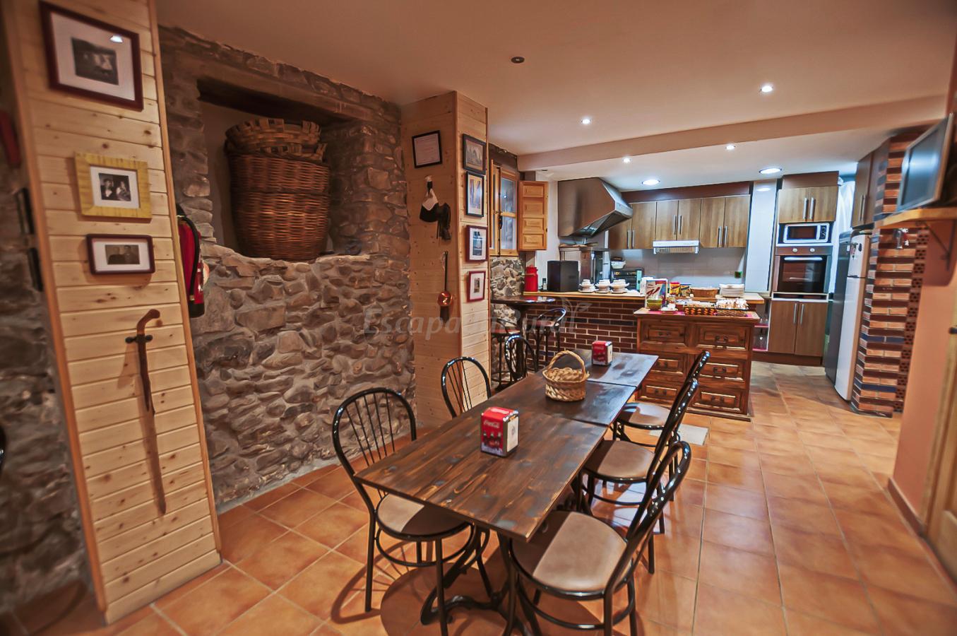Fotos de casa rural pajarapinta casa rural en molinaseca for La casa toscana tradizionale