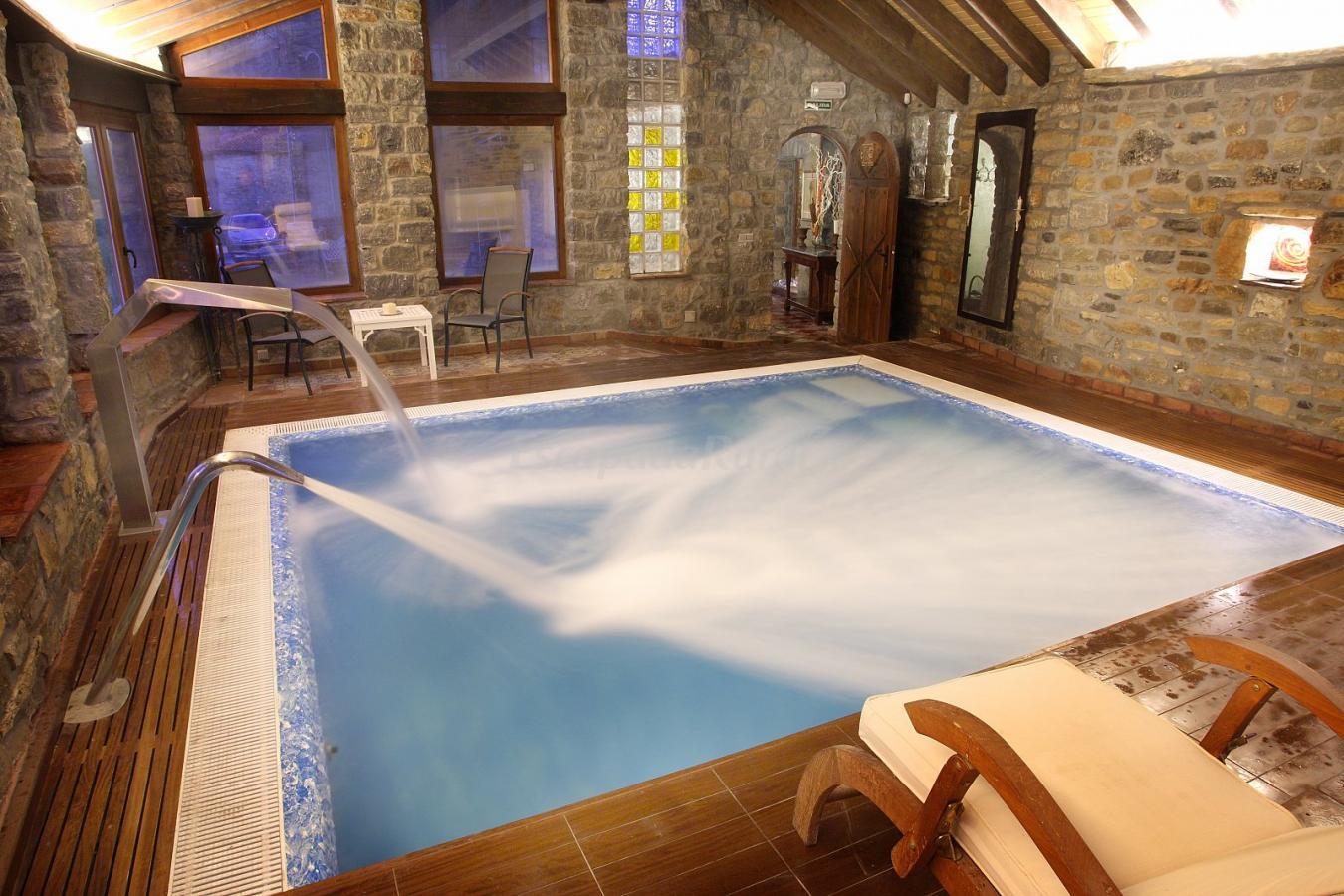 Fotos de apartamentos castillo de piedrasecha casa rural en piedrasecha le n - Casa rural piscina climatizada interior ...