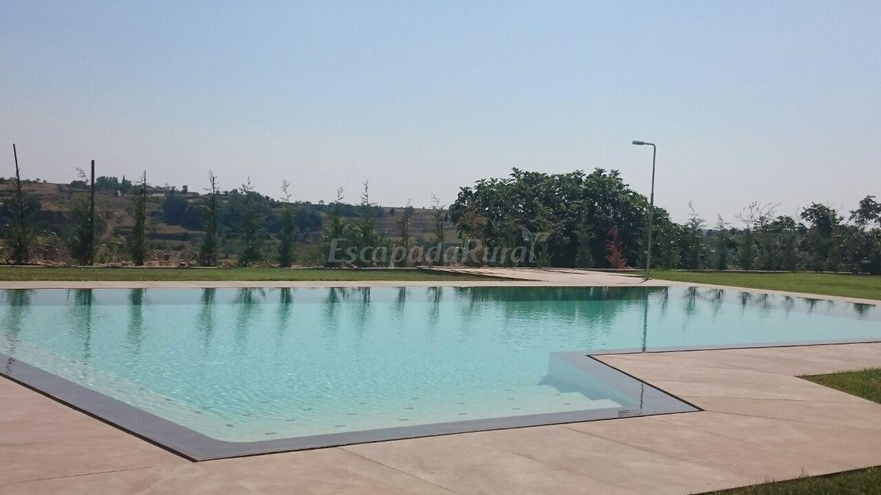 Fotos de la cabana de cal barrera casa rural en solsona for Barrera piscina