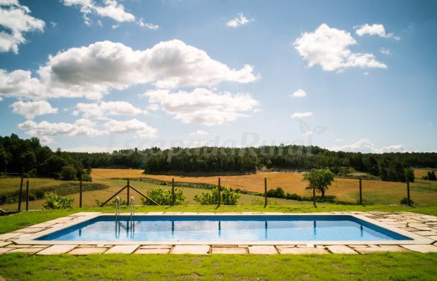 Masoveria viladas casa rural en nav s lleida - Casas rurales lleida piscina ...