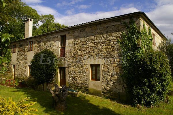 Casa roan e casa grande casa rural en monterroso lugo for Casa rural lugo piscina