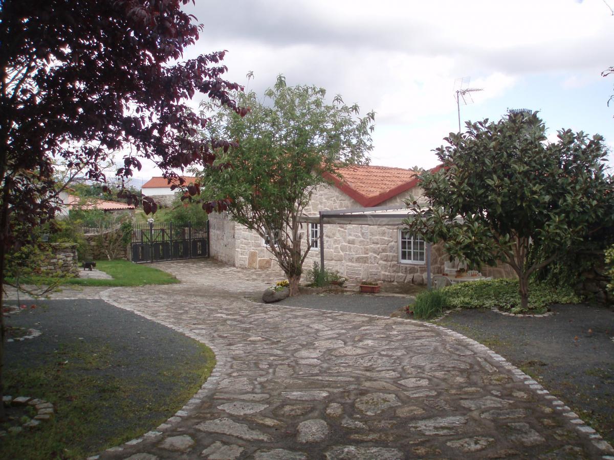 Fotos de casa do herdeiro casa rural en carballedo lugo for Casa rural lugo piscina