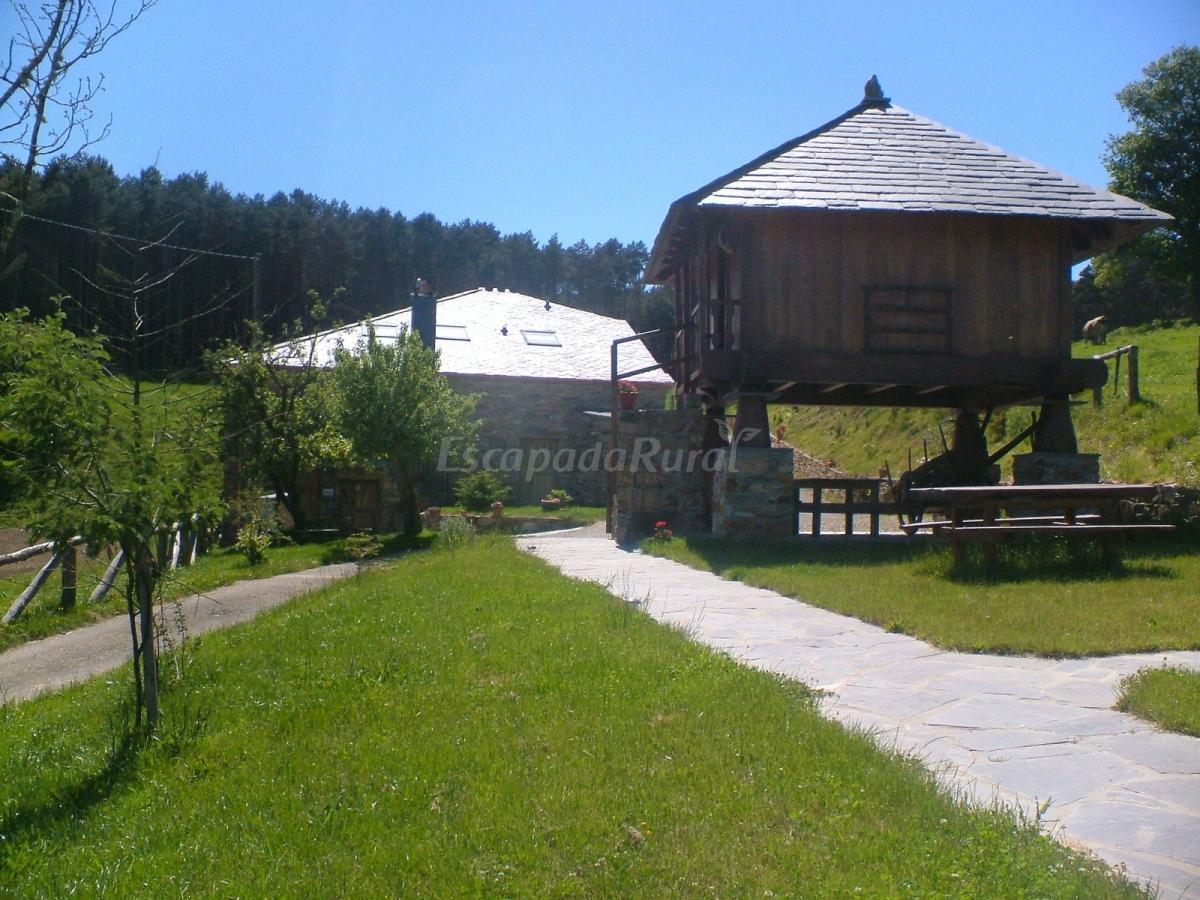 Fotos de apartamentos vilarchao casa rural en a for Casa rural lugo piscina