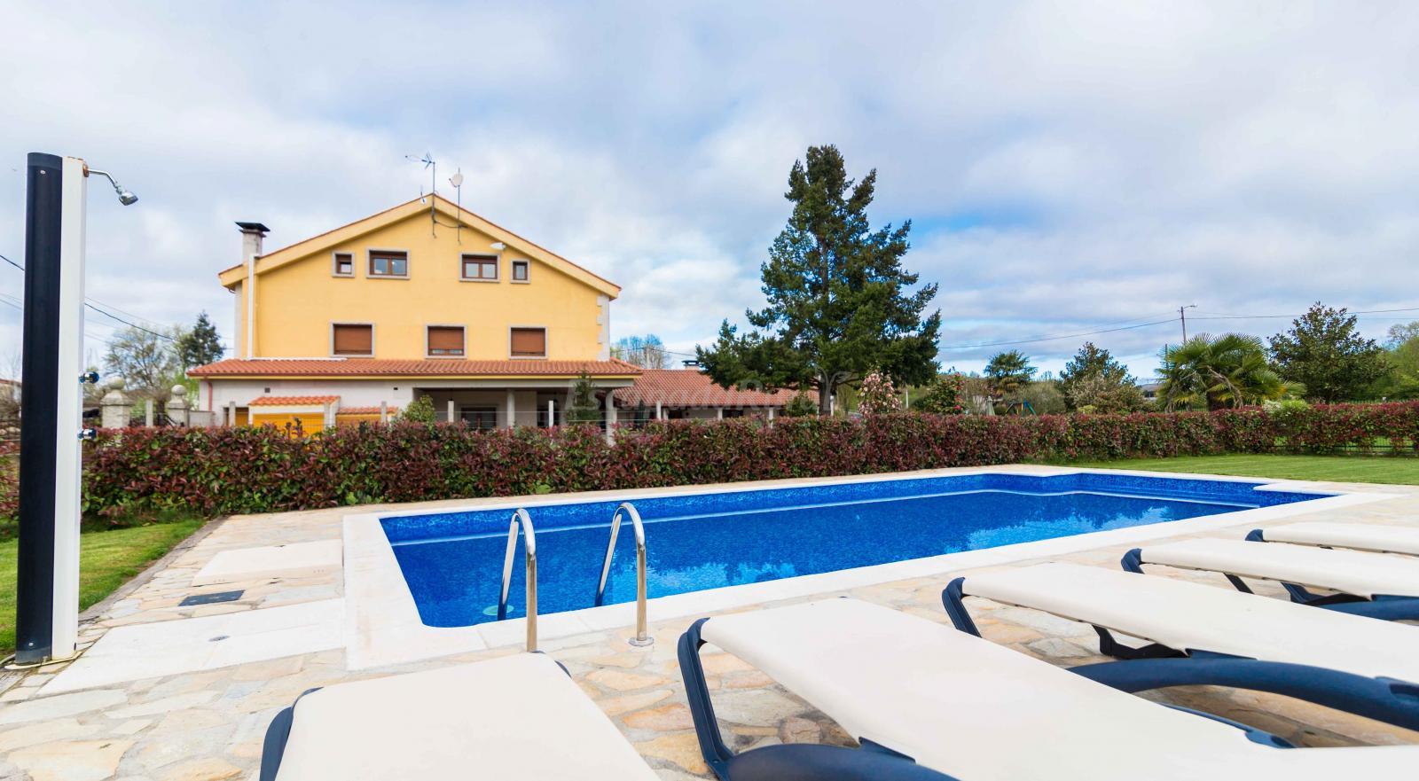 Fotos de casa reboiro casa rural en monforte de lemos lugo for Casa rural lugo piscina