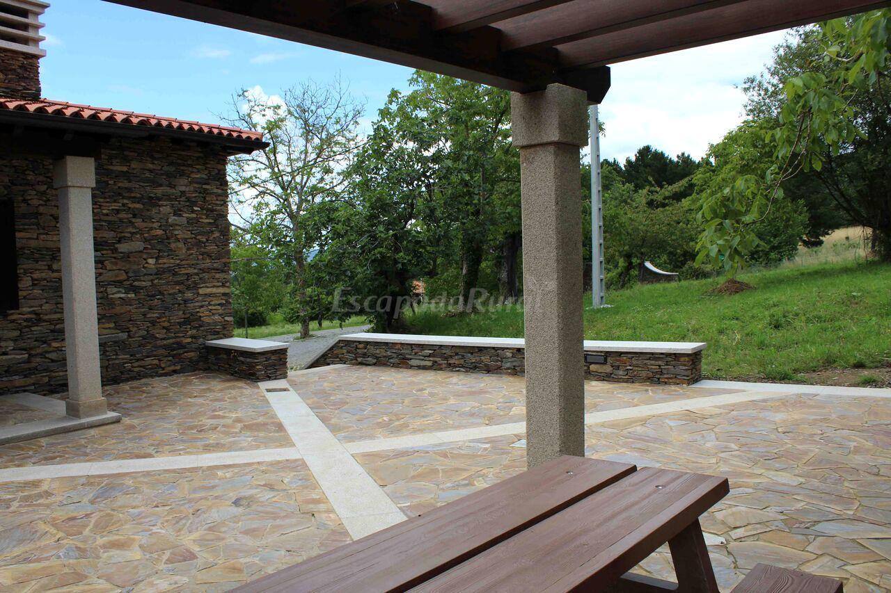 Fotos de casa pro pantea casa rural en monforte de lemos for Casa rural lugo piscina