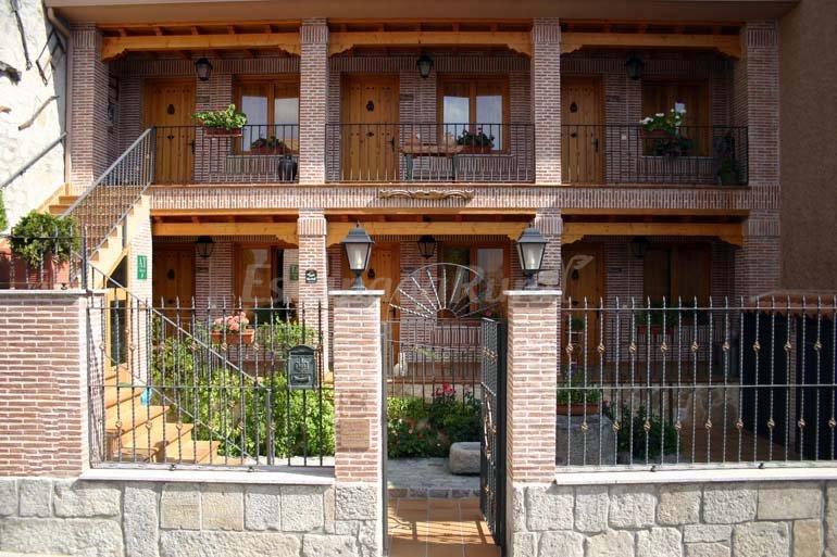Fotos de alojamientos rurales la aldaba casa rural en navalagamella madrid - Casa rurales en madrid ...