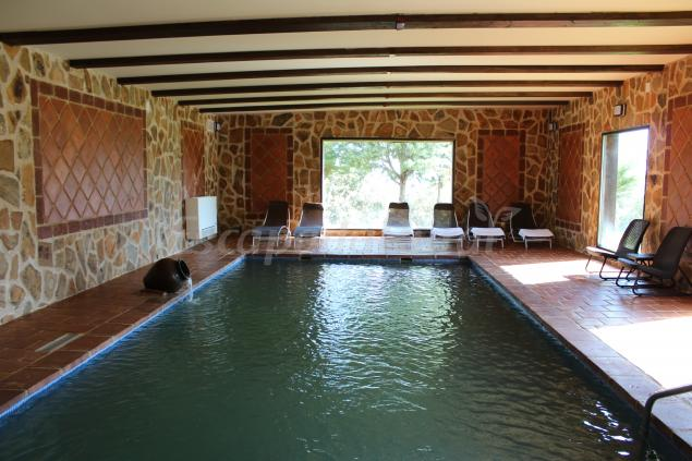 Finca la caprichosa casa rural en villa del prado madrid for Casa rural con piscina madrid