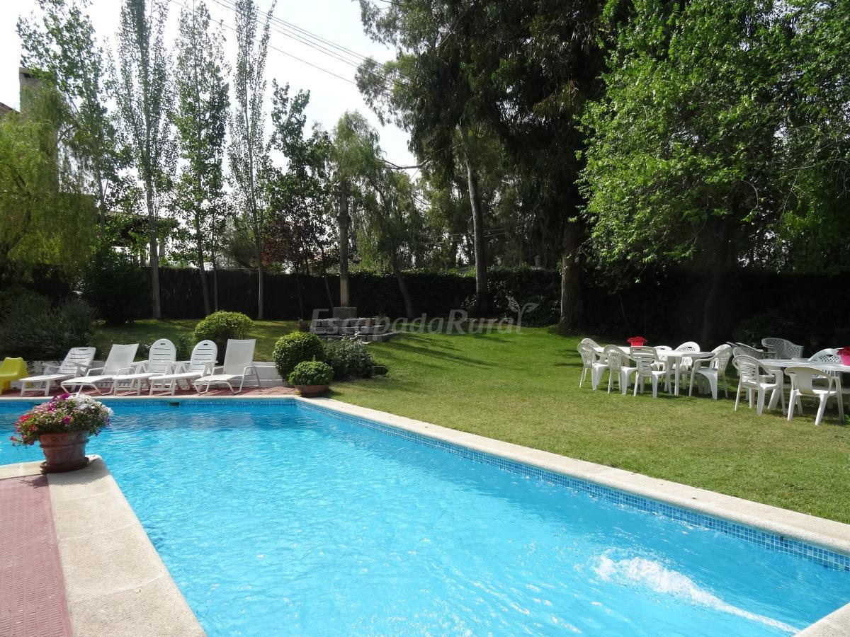 Fotos de quinta da botica casa rural en sevilla la nueva for Piscina ciudad jardin sevilla
