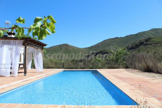 Piscina privada con vistas