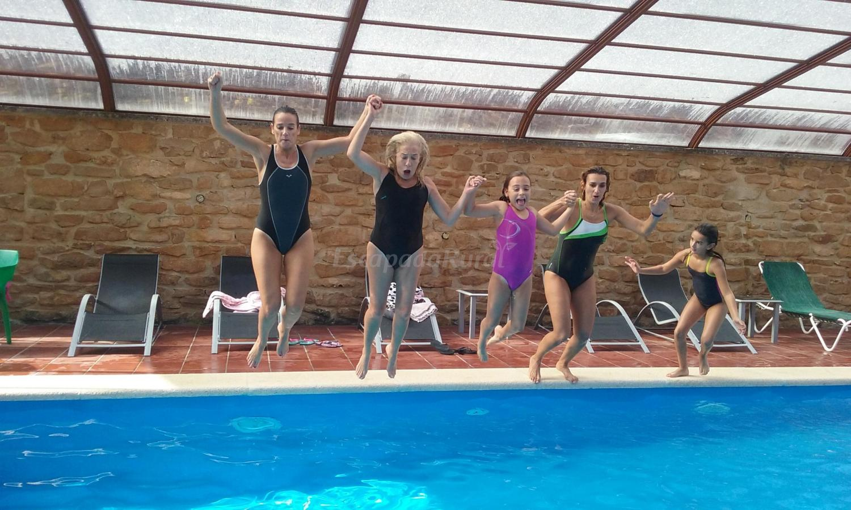 Fotos de casa rural haritzalotz casa rural en zurucu in for Camping en navarra con piscina